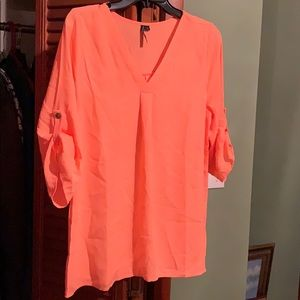Gorgeous new neon peach V neck top 🍑